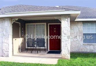 Convenient bungalow style single unit housing with access to garden and recreational facilities.