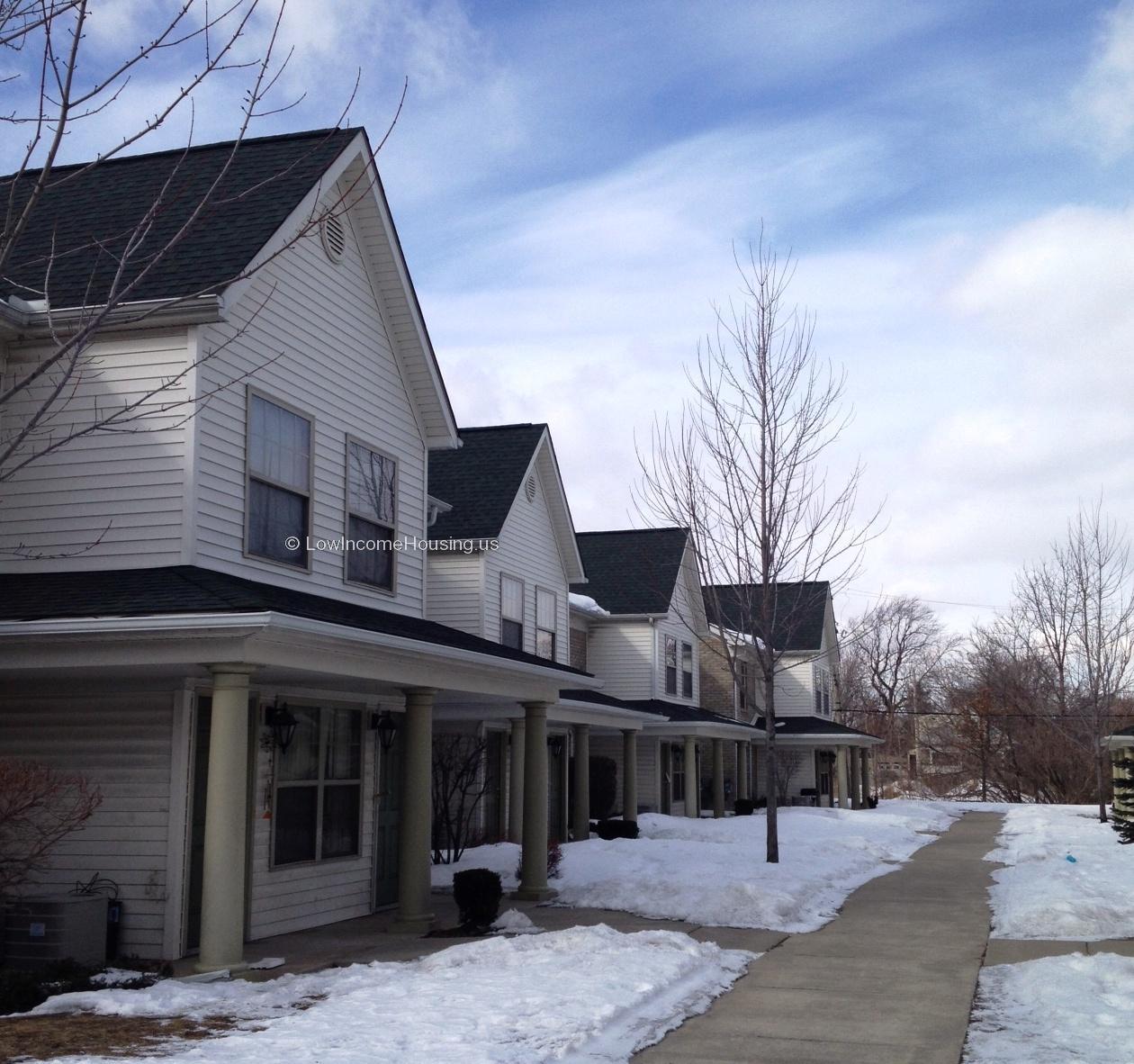 Low Income Apartments: Shelborne Square Apartments