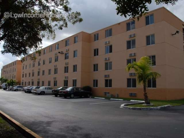Los Robles Apartments Miami - Senior Apartments
