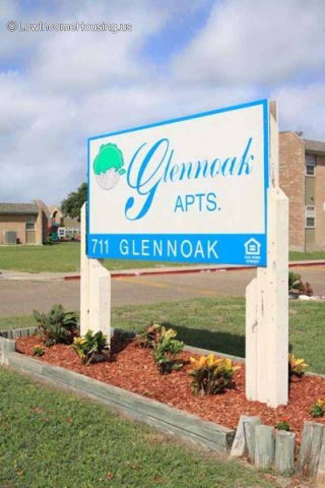 911 Glenoak Apartments