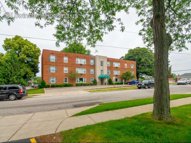 Parkside Gardens Apartments 1557 Knuth Avenue Euclid