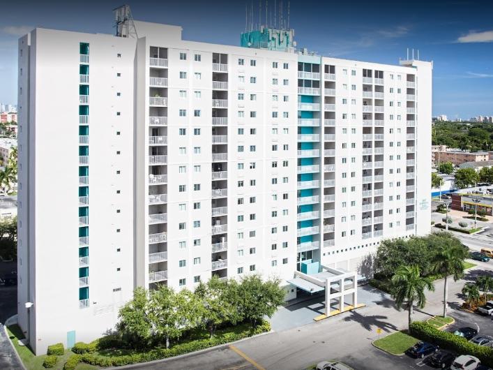 Residential Plz At Blue Lagoon Miami