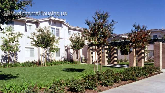 Crossings Apt Homes Rialto