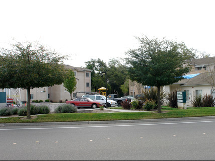 Oak Grove Apartments Healdsburg