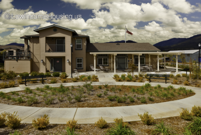 Emerald Pointe Apt Homes Yreka