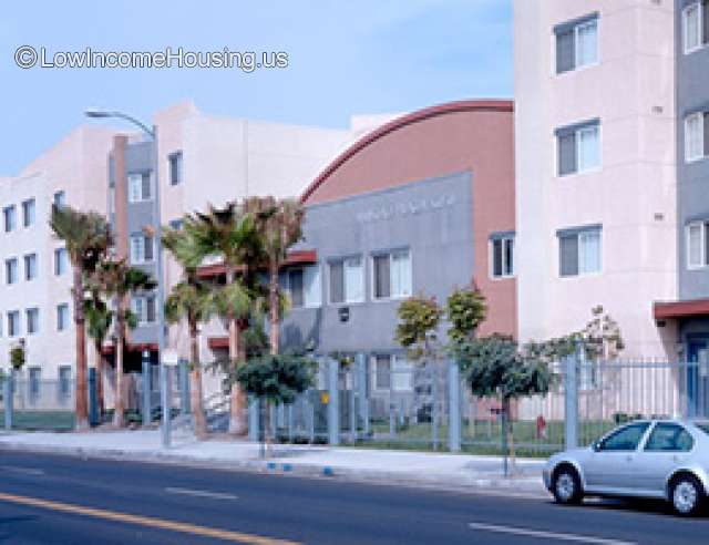 Amistad Plaza Apartments Los Angeles - for Families