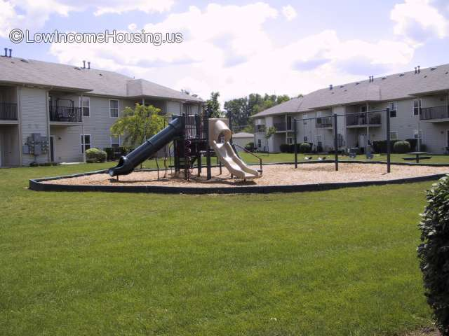 Whispering Pines Apartments - MI