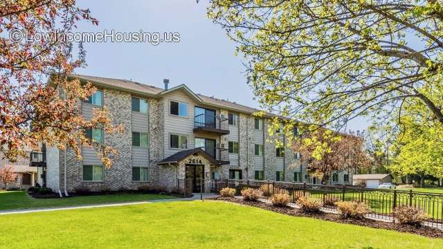 Woodland Park Apartments - Anoka