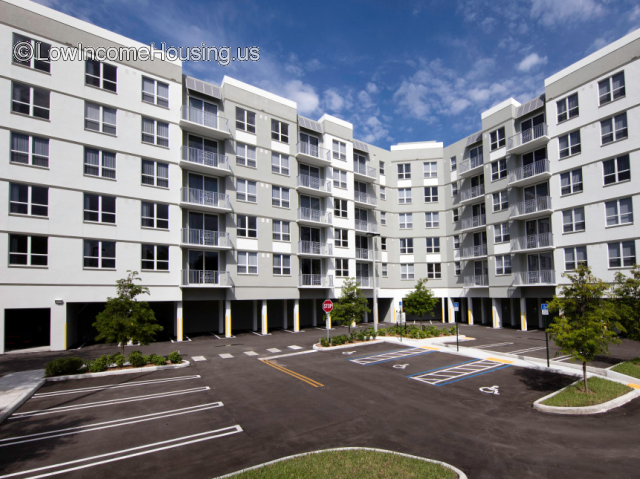 Courtside Family Apartments