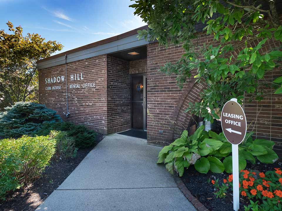 Shadow Hill Apartments & Townhomes
