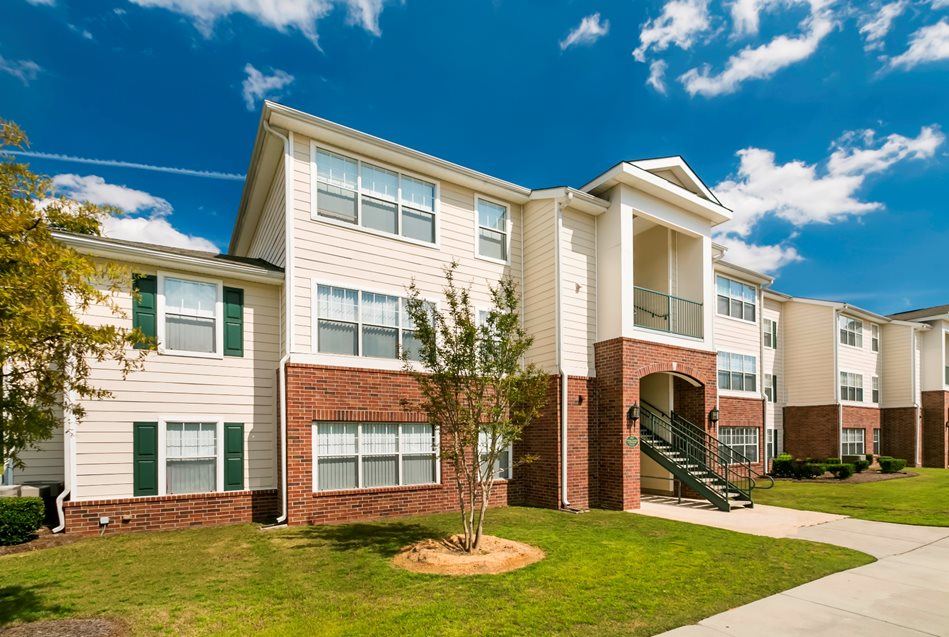 Woodlake Club Apartments