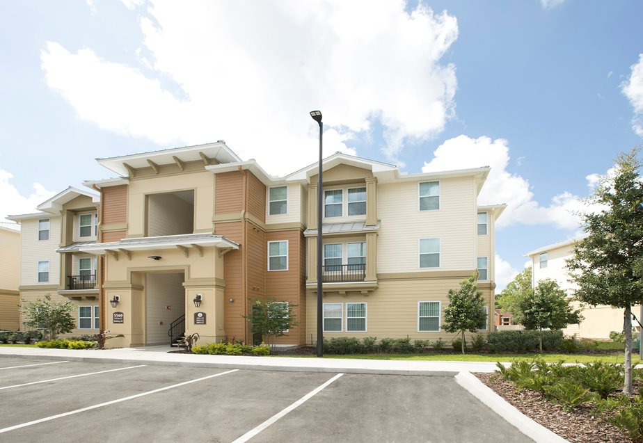 Golden Oaks Apartments Winter Park | 7701 Acorn Woods Cir ...