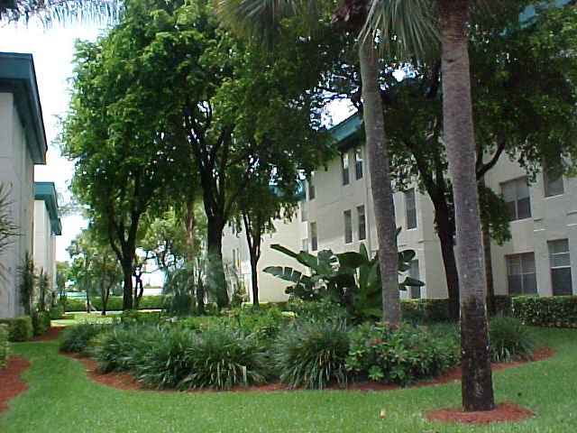 Cambridge Square - Lauderdale Lakes