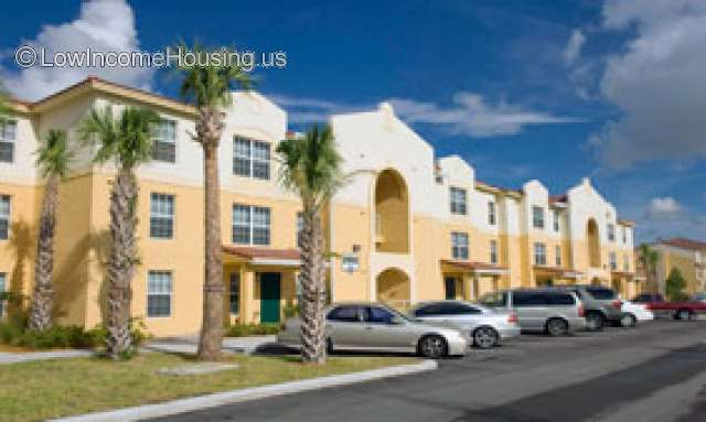Crystal Lake Apartments Hollywood FL