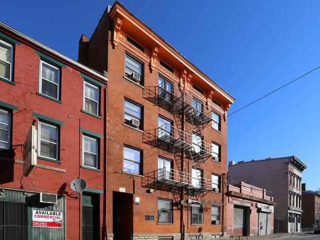 Carl Apartments